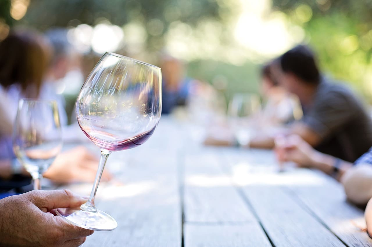 5 Ideas for Hosting a Wine Tasting Party